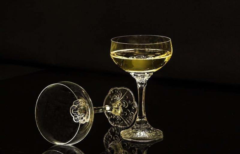 喝红酒不水肿的方法怎么预防喝红酒之后水肿